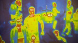 از اسکنر حرارتی برای تشخیص دمای بدن افراد استفاده میشود.