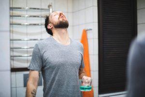 قرقره کردن و شستشوی بینی با آب نمک تأثیری بر پیشگیری از بیماری کرونا ندارد.
