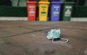 ماسک استفاده شده را در خیابان و معابر عمومی نیندازیم.